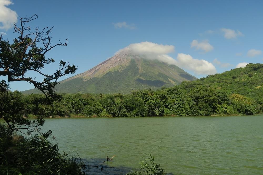 Ometepe, son lac, ses volcans et ses bébètes
