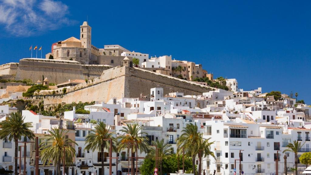 Ibiza, l'île aux mille visages, vous ouvre les bras